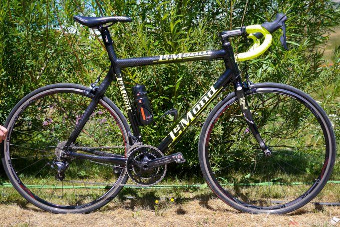 Bicicleta de Greg LeMond coloca com um motor para exemplificação.